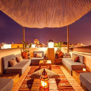 Enjoy our rooftop taking dinner by candlelight and discover the views and the starry sky of Tarifa. A space for the privacy and the relaxation.